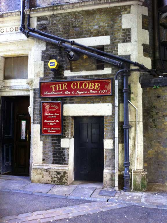 The Globe Pub, Southbank - photo by Lottie Nevin