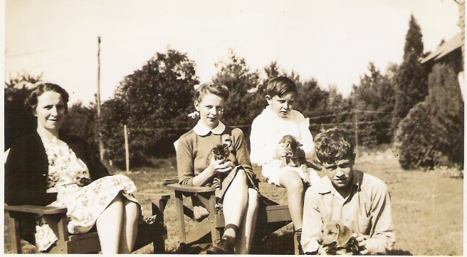 Dorothy Handy with Joyce, Carter, John (around 1940)