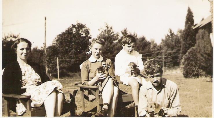 Dorothy Handy with Joyce, Carter, John (around 1940)