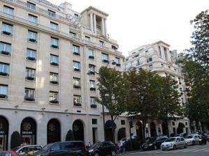 375px-Hôtel_George-V_25_08_2007_n3